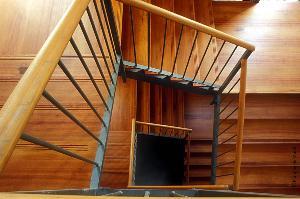 Tiroirs à l'anglaise sous escalier: comment les construire ?