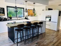 Décorer un îlot de cuisine avec une suspension